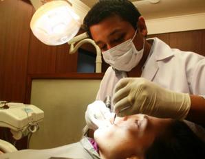 หมอ จัดฟันดัดฟัน